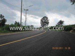 หมุดติดถนน สีตีเส้นถนน และการ์ดเรลที่ Mountain Creek Golf Resort and Residence