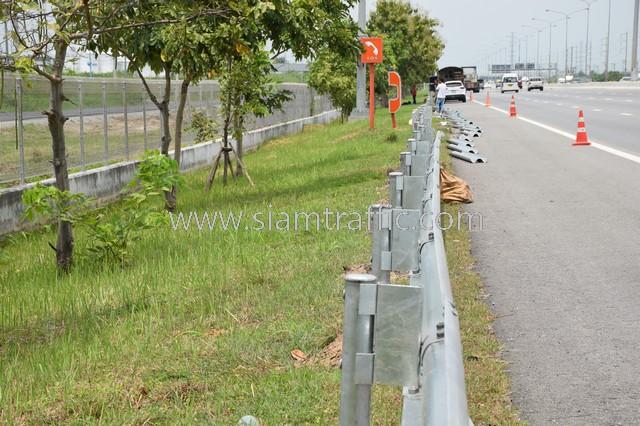 w-beam guard rails ตามแบบมาตรฐานกรมทางหลวง เลขที่ DWG.NO.RS-604 แขวงทางหลวงพิเศษระหว่างเมือง ทางหลวงพิเศษหมายเลข 7 ตอน บางปะกง – หนองรี ปริมาณงานรวม 1,572.00 เมตร