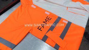 เสื้อกันฝนสีส้ม แบบชุดคลุม คาดแถบสะท้อนแสง สกรีนโลโก้ FAME